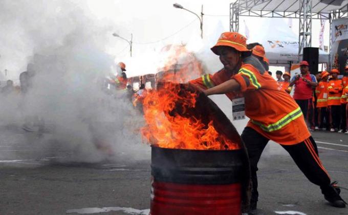 pelatihan petugas pemadam kebakaran